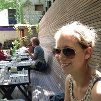 Das Foto wurde bei Apartment 138 von Joshua C. am 6/18/2012 aufgenommen