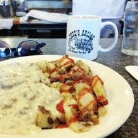 Foto tomada en Pete's Grille por Josh F. el 5/19/2012