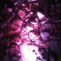 รูปภาพถ่ายที่ Piranha Nightclub โดย Nic C. เมื่อ 6/2/2012