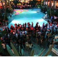 Das Foto wurde bei The Pool After Dark von @MercTV am 4/5/2012 aufgenommen