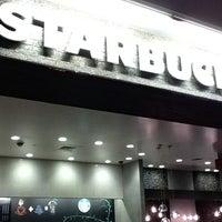 Снимок сделан в Starbucks пользователем Stephen Y. 6/11/2011