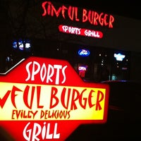 Photo prise au Sinful Burger Sports Grill par Eric W. le1/8/2012