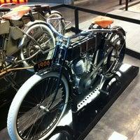 Das Foto wurde bei Harley-Davidson Museum von Bruce H. am 4/25/2012 aufgenommen