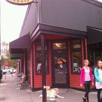 10/15/2011 tarihinde Anil D.ziyaretçi tarafından Mighty-O Donuts'de çekilen fotoğraf
