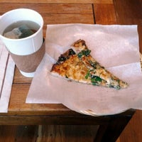 1/7/2012 tarihinde Charlie Y.ziyaretçi tarafından Arizmendi Bakery'de çekilen fotoğraf