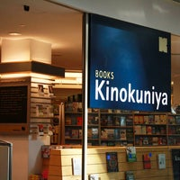 Foto tomada en Books Kinokuniya por Lucky Magazine el 12/9/2011
