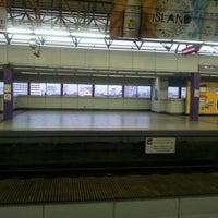 Foto tirada no(a) LRT 2 (Recto Station) por Catherine J. em 12/28/2011