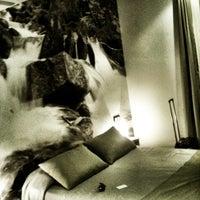 Foto tirada no(a) Hotel Curious por Birgit P. em 11/27/2011