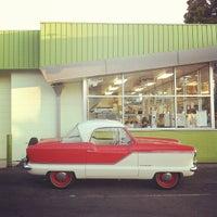 รูปภาพถ่ายที่ Kwik Way Drive-In โดย Mark L. เมื่อ 10/30/2011