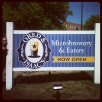 Foto scattata a Obed & Isaac's Microbrewery and Eatery da Charles C. il 8/31/2012
