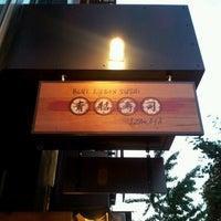 Photo prise au Blue Ribbon Sushi Izakaya par Ms. Chan C. le6/20/2012
