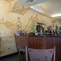 Foto scattata a Greek Gourmet da Elizabeth C. il 9/4/2012