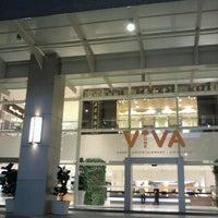 รูปภาพถ่ายที่ Viva Home โดย Sean H. เมื่อ 11/10/2011