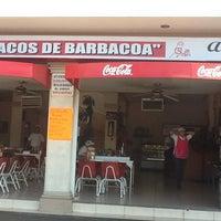 Foto tomada en Tacos de Barbacoa El Amigo por Mikaela H. el 4/15/2012
