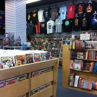 Das Foto wurde bei Bedrock City Comic Co. von Jordan am 6/25/2012 aufgenommen