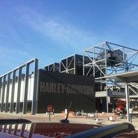 Das Foto wurde bei Harley-Davidson Museum von Tito S. am 8/22/2011 aufgenommen