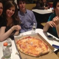 2/19/2012에 emma t.님이 T. Anthony's Pizzeria에서 찍은 사진