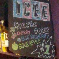 Foto scattata a Quenchers Saloon da Laurence W. il 6/15/2012
