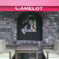 รูปภาพถ่ายที่ Camelot Cafe & Restaurant โดย Adem C. เมื่อ 12/6/2011