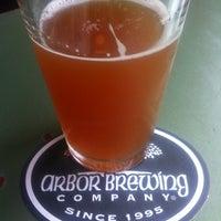 รูปภาพถ่ายที่ Arbor Brewing Company โดย Kevin S. เมื่อ 7/17/2012
