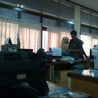 6/23/2012 tarihinde adjenkziyaretçi tarafından Dinas PU Kota Makassar'de çekilen fotoğraf