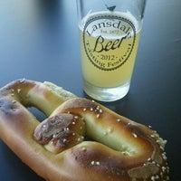 รูปภาพถ่ายที่ Round Guys Brewing Company โดย Tracey R. เมื่อ 6/23/2012