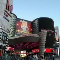 รูปภาพถ่ายที่ Miracle Mile Shops โดย Lexton D. เมื่อ 3/21/2012