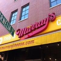 Das Foto wurde bei Murray's Cheese von Julie S. am 4/13/2012 aufgenommen