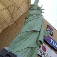 Foto tirada no(a) New York City Center por Marcelo E. em 8/26/2012