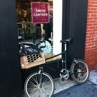 8/27/2012 tarihinde Lara Z.ziyaretçi tarafından Smith Canteen'de çekilen fotoğraf