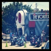 รูปภาพถ่ายที่ The Vortex Bar & Grill โดย Jennifer C. เมื่อ 8/5/2012