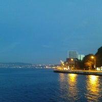 Das Foto wurde bei Yeniköy Sahili von 🌏🌍 Adra🥨☮️ am 5/7/2012 aufgenommen