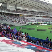 Das Foto wurde bei 味の素スタジアム ホーム側ゴール裏 von yasuzoh am 7/28/2012 aufgenommen
