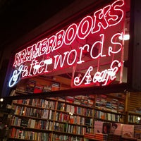 Foto tomada en Kramerbooks & Afterwords Cafe  por Scott M. el 6/10/2012