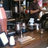 Das Foto wurde bei Spring For Coffee von Anastasia P. am 2/26/2012 aufgenommen