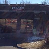 Снимок сделан в Bruegger's Bagels пользователем Rick T. 2/12/2012