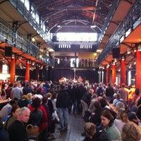Das Foto wurde bei Hamburger Fischmarkt von Attila J. am 7/29/2012 aufgenommen