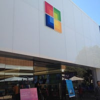 Foto tirada no(a) Microsoft Store por TB B. em 8/18/2012