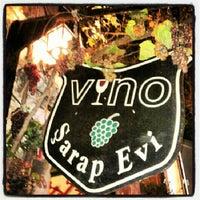 7/2/2012 tarihinde Tülay B.ziyaretçi tarafından Vino Şarap Evi'de çekilen fotoğraf