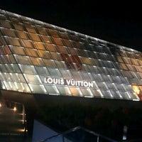 Foto scattata a Louis Vuitton Island Maison da Calvin T. il 3/9/2012