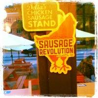 Foto tomada en Delia's Chicken Sausage Stand por Chef S. el 6/5/2012