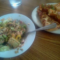 Das Foto wurde bei Pizza Hut von Kevin D. am 8/16/2012 aufgenommen