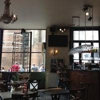 Das Foto wurde bei Café Floréo von ✈️Cordell333 C. am 8/24/2012 aufgenommen
