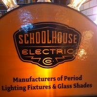 Foto tirada no(a) Schoolhouse Electric & Supply Co. por Chava B. em 1/8/2012