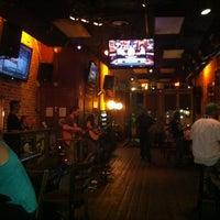 Foto tirada no(a) The Brick: Charleston's Favorite Tavern por Ashley C. em 3/30/2012