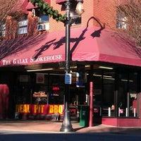 Foto diambil di The Galax Smokehouse oleh Glenn G. pada 12/31/2011
