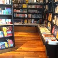 Foto tomada en Books Kinokuniya por Supreede R. el 5/2/2012