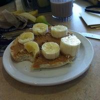 Foto tomada en DeNaples Fresh Food Company (University of Scranton) por Lisa-Marie L. el 4/21/2012