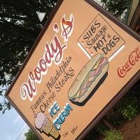Das Foto wurde bei Woody's Famous CheeseSteaks von rob h. am 6/11/2012 aufgenommen