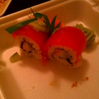 Foto tomada en Sushi Runner por Ralph L. el 10/13/2011